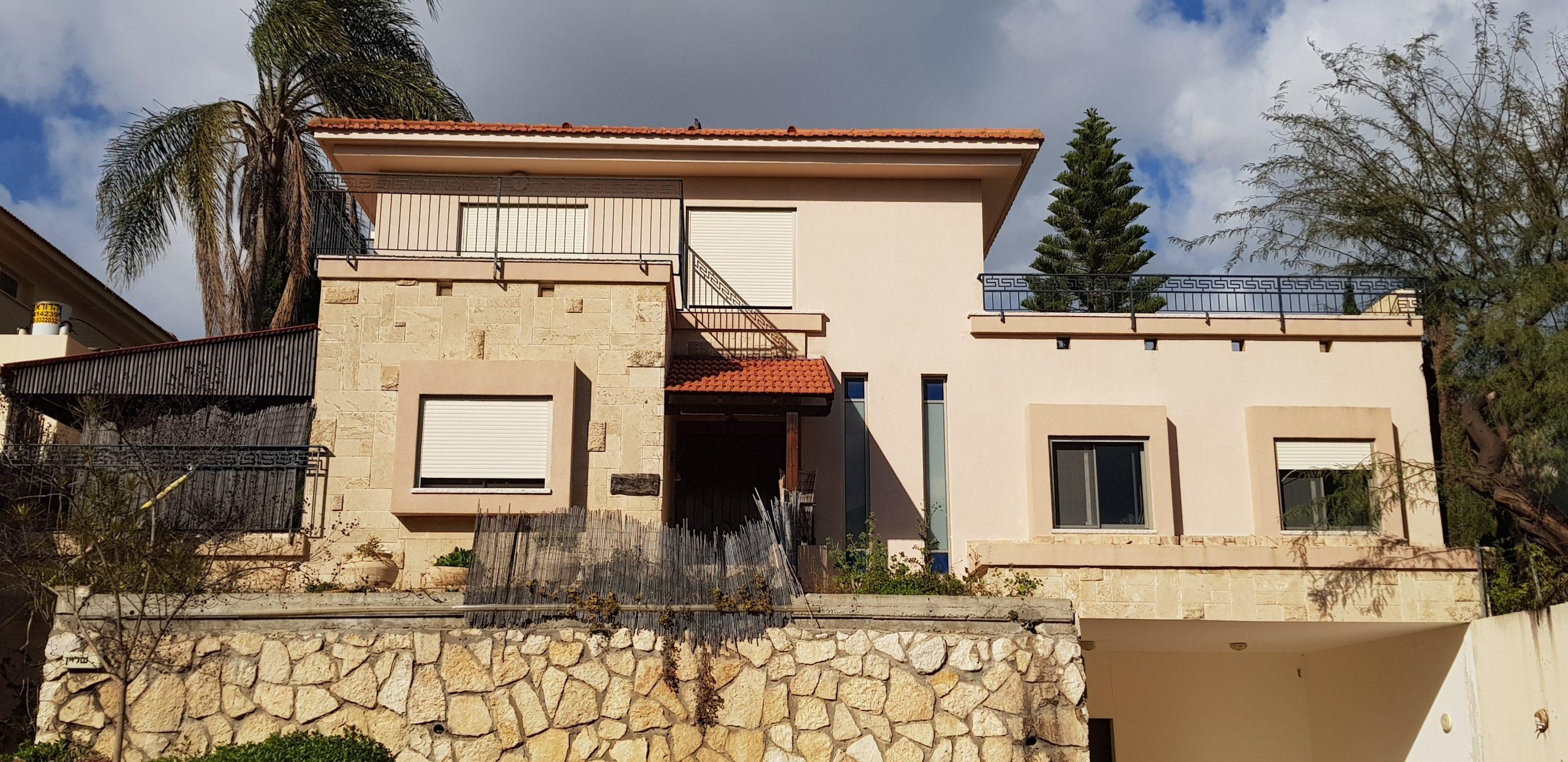 בישוב עדי בית ענק עם 2 יחידות דיור על שטח גדול